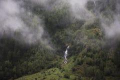 Fluya las cascadas del lago glacier de Kaunertaler en la montaña Fotos de archivo