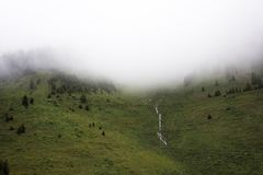 Fluya las cascadas del lago glacier de Kaunertaler en la montaña Fotografía de archivo libre de regalías