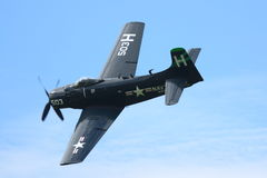 Fly-by de Douglas Skyraider Foto de archivo libre de regalías