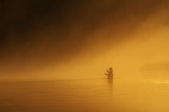 Fly-fishing no por do sol Fotos de Stock