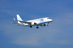 Flybe巴西航空工业公司E-175 图库摄影