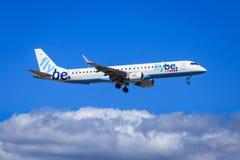 Flybe巴西航空工业公司E-195 免版税库存图片