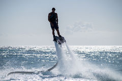 Flyboarding in den Karibischen Meeren Stockfoto