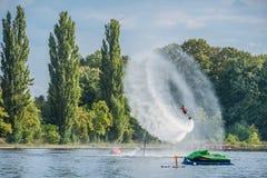 Flyboarding Flyboard lizenzfreies stockbild