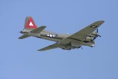 FlyBy de bombardier photographie stock libre de droits
