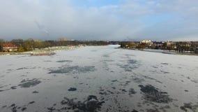 Flyg över den djupfrysta övresjön lager videofilmer