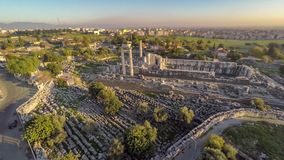 Flyg över det Apollo Temple området, Didim, Turkiet, antenn, 4k stock video