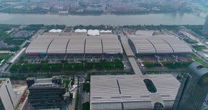 Flyg över det Pazhou utställningkomplexet Internationell utställningkantonmässa Ganska sikt för för Kina import och export från stock video
