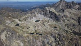 Flyg över höga Tatras berg stock video