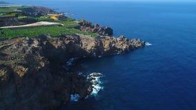 Flyg över kusten på Tenerife stock video