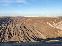 Flyg- aftonsolnedgångsikt av Welzow Süd, en av de största fungerande tyska öppna - miner för lignit för brunt kol för ensemble nä royaltyfri foto