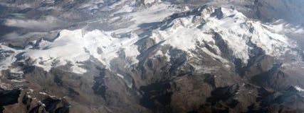 flyg- alpsbergsikt royaltyfria bilder