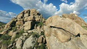 Flyg- Arizona stenblockfluga över stock video