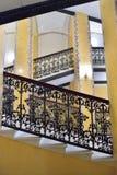 Flyg av marmortrappa i den stora Gatchina slotten Royaltyfri Foto