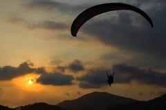 Flyg av paroplane Fotografering för Bildbyråer