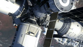 Flyg av rymdstationen ovanför jorden stock illustrationer