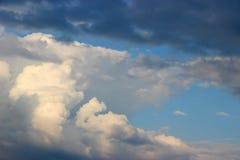 flyg- bakgrund clouds skysikt Fotografering för Bildbyråer