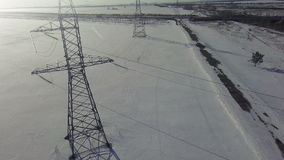 FLYG- bakgrund för förkylning för Hög-spänning tornvinter lager videofilmer