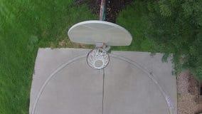 Flyg- basketfröcken på en utomhus- domstol 01 arkivfilmer