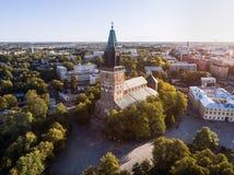 Flyg- bild av den Turku domkyrkan royaltyfri bild