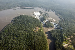 Flyg- bild av Iguazu Falls, Argentina, Brasilien royaltyfria foton