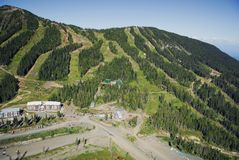 Flyg- bild av Mt Alpina Washington skidar semesterorten, F. KR., Kanada royaltyfri foto