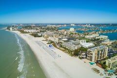 Flyg- bild av semesterorter på St Pete Beach FL arkivfoton