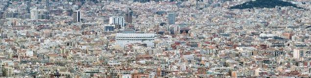 Flyg- cityscapesikt för panorama av barcelona som visar den täta fullsatta moderna stads- miljön med hus och den moderna affären  Royaltyfri Bild