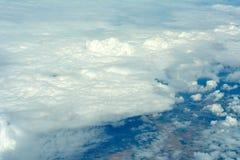 Flyg- cloudscape. Arkivfoton