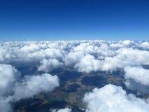 Flyg- cloudscape, himmel och horisont. Fotografering för Bildbyråer