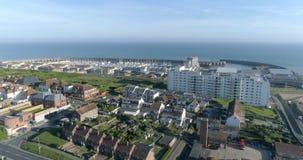 Flyg- dra ut sikten av den Brighton marina i England arkivfilmer