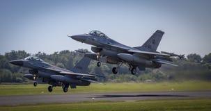 Flyg för bildande F16 förbi Arkivbilder