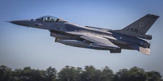 Flyg för bildande F16 förbi Royaltyfri Fotografi