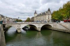 Flyg för Seine River kryssningskepp Arkivbilder