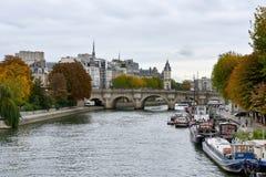 Flyg för Seine River kryssningskepp Arkivfoton