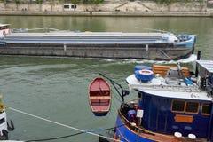 Flyg för Seine River kryssningskepp Royaltyfri Fotografi