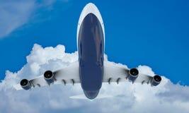 Flyg för vit nivå i himmel och moln Flygplan Boeing 747 Royaltyfri Bild