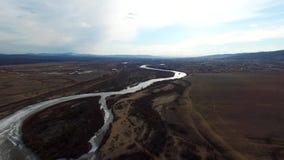 Flyg- flyg över vägen mellan fält Hösten färgar Ulan-ude arkivfilmer