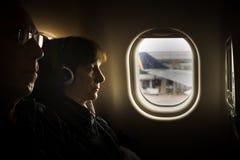 Flyg från Singapore till Seoul - på flygplatsen arkivbilder
