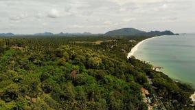 Flyg- härlig seascape, tropisk vit sandig strand, turkosvatten Exotiskt Thailand för bästa surrsikt landskap arkivfilmer