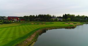 Flyg- härlig sikt av den Golf Club semesterorten 4K lager videofilmer