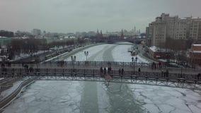 Flyg- härligt Moskvahelikoptersurr 4k stock video