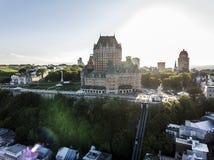 Flyg- helikoptersikt av det ChateauFrontenac hotellet och gammal port i Quebec City Kanada Royaltyfria Foton
