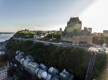 Flyg- helikoptersikt av det ChateauFrontenac hotellet och gammal port i Quebec City Kanada Fotografering för Bildbyråer
