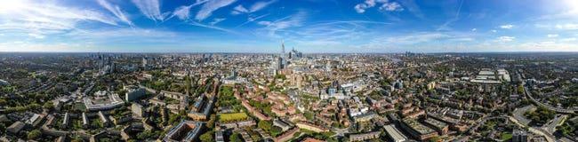 Flyg- horisont för ny modern södra London stad med 360 grad panoramasikt arkivfoto