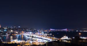 Flyg- Hyperlapse Istanbul Galata och Bosphorus natt stock video