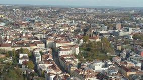Flyg- 4k Brno Bruenn domkyrka för surr av St Peter och Paul lager videofilmer