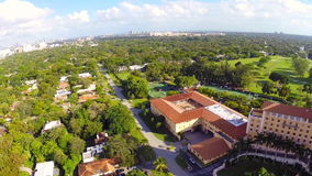 Flyg- längd i fot räknat av det Biltmore hotellet Miami arkivfilmer