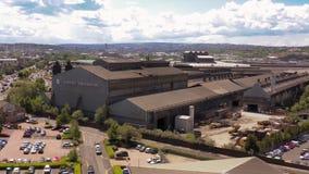 Flyg- längd i fot räknat av Forgemasters i Sheffield - den industriella fabriken för stort stål lager videofilmer