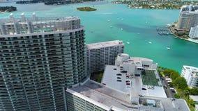 Flyg- längd i fot räknat av Miami Beach andelslägenheter stock video